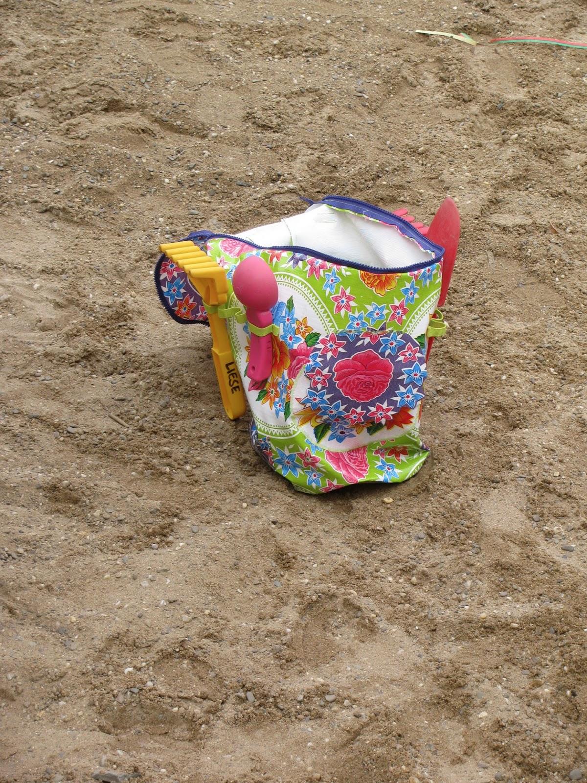 Tasche für Sandspielzeug mit Gummiband zum Einstecken von Schaufeln