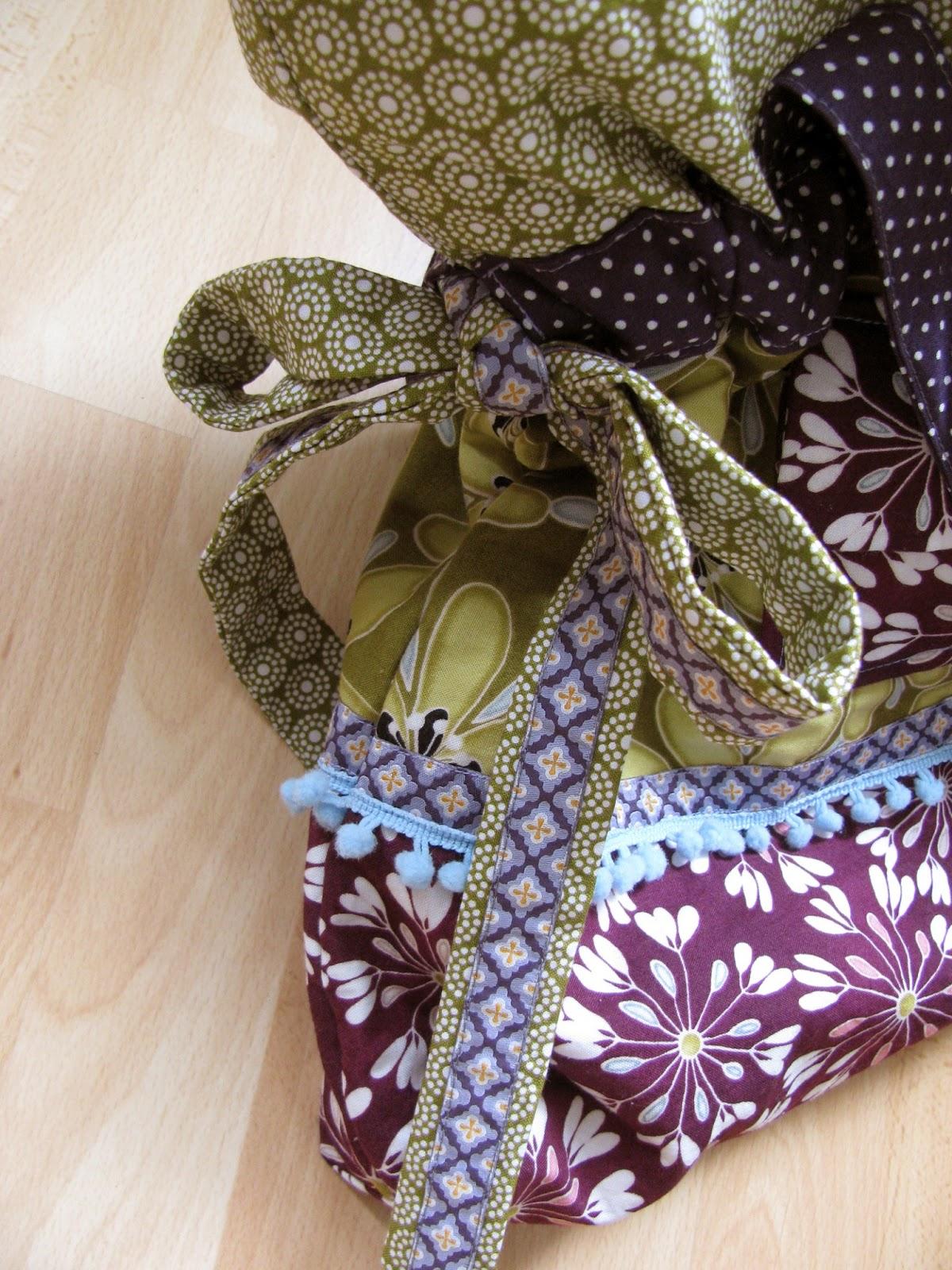 Tasche mit Gummizug, Bindebändern und Schleife