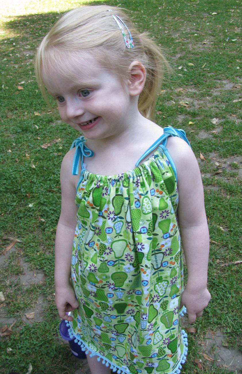 Sommerkleid für Mädchen nähen - Tutorial